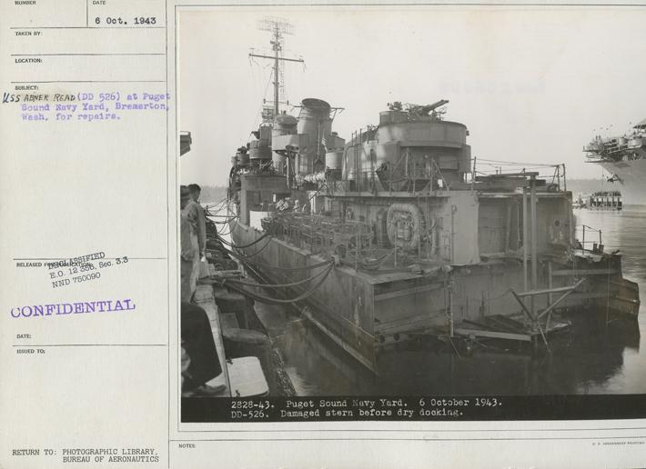 USS Abner Read, Ekim 1943'te Puget Sound Navy Yard'da onarım görüyor.  18 Ağustos 1943 gecesi Kiska Adası açıklarında Japon denizaltıları için devriye gezerken, destroyer bir Japon mayına çarptı ve kıçının 75 fitlik bir bölümünü havaya uçurdu ve en az 70 denizcinin ölümüne yol açtı.  (NARA'nın izniyle)