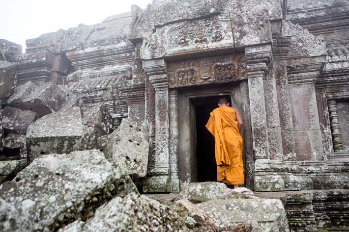 preah-vihear-buddhist-monks