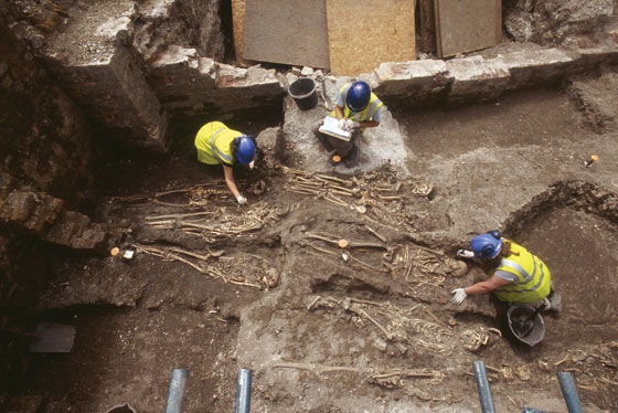 1-first-spread-2006-excavation-in-a-forgotten-burial-ground-of-the-Royal-London-hospital-C-Museum-of-London-Archaeology