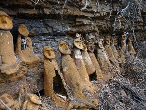 Chacopoyas-childrens-sarcophagi