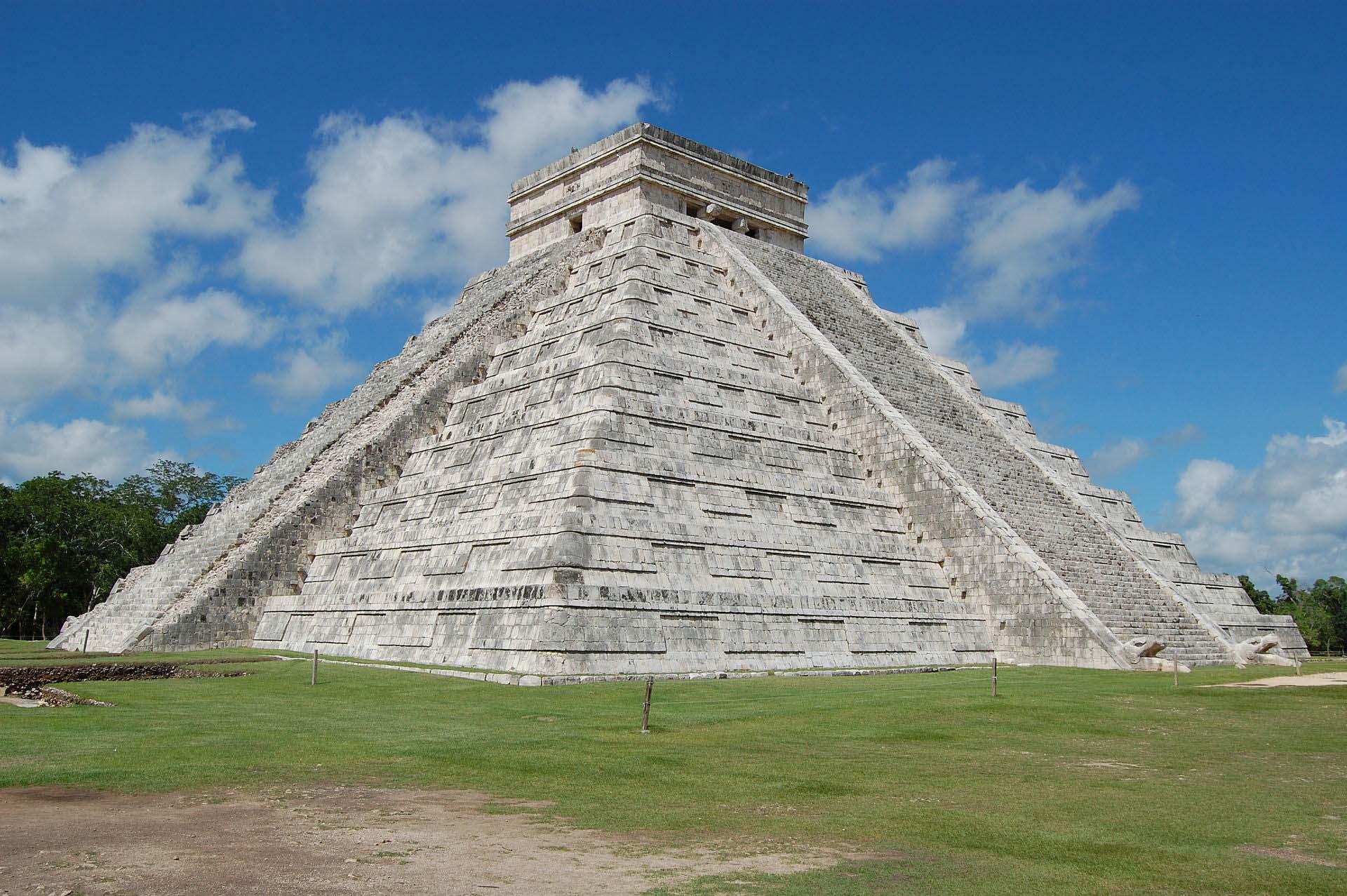 нужно лишь пирамиды майя с названиями и фото супругов