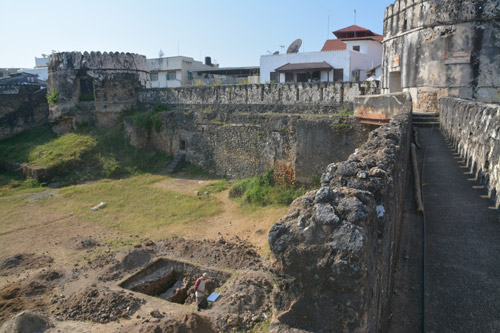 Arab fort of Zanzibar and excavations article