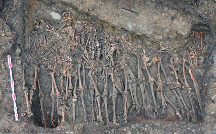 Study Examines French Soldiers' Remains in 15th-Century Mass Graves - Archaeology Magazine