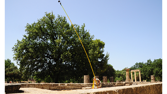 Photogrammetric recording of the Hera temple at Olympia is based on more than 4,200 high-resolution photographs. The first job was to survey the whole building site by mounting a camera on a pole and raising it more than 20 feet above the ground. (Sarah Murray/Digital Architecture Project (c) 2016)